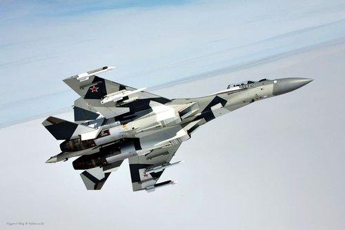 组图:苏霍伊公司公布SU-35战机最新清晰美图
