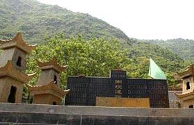 组图:平武县南坪小学遇难学生集体公墓