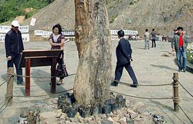 组图:青川地震遗址两件不明物或有千年历史