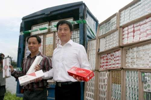 香港海关截获150万支走私香烟 市值达290万元