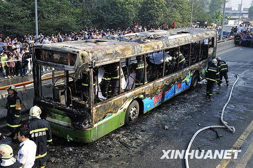成都公交燃烧事故8名极重伤员仍未脱离生命危险