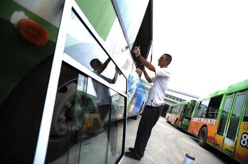 组图:成都首批30辆空调公交车改装