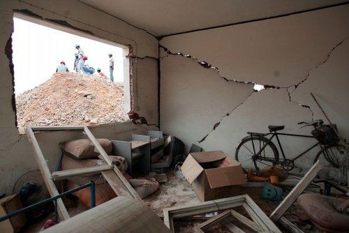 图文:安徽凤阳晶鑫矿业公司发生爆炸后的现场