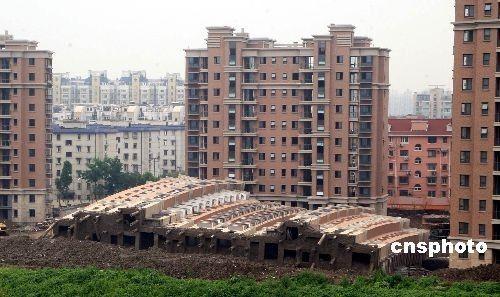 上海倒楼事件商讨理赔事宜 开发商资金已被冻结