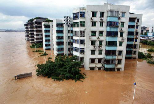 2009年7月4日_2009年7月4日6时许,广西柳州河水超警戒水位6.6米,图为城区景象.