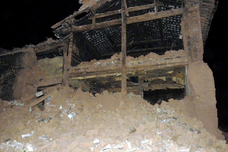图为此次地震中受灾最为严重的官屯乡官屯村受损较为严重的民房。中新社发 保旭 摄