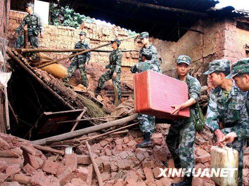 奋战在云南姚安地震灾区的人民子弟兵(组图)