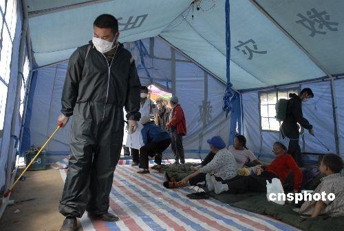图:云南姚安地震灾区积极开展防疫工作