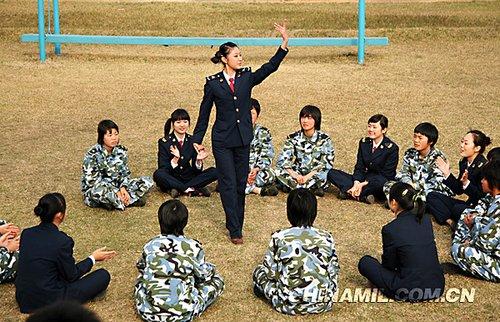 """""""迷彩娘子军"""":探访中国女子海军陆战队(图)"""