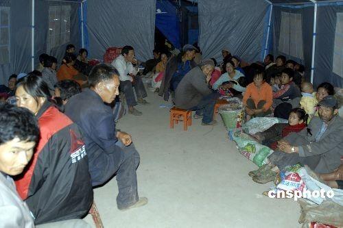 云南姚安地震灾区开始降雨 受灾群众得到妥善安置