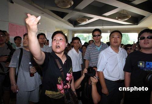 上海塌楼事件赔偿方案出台 业主普遍不满赔偿
