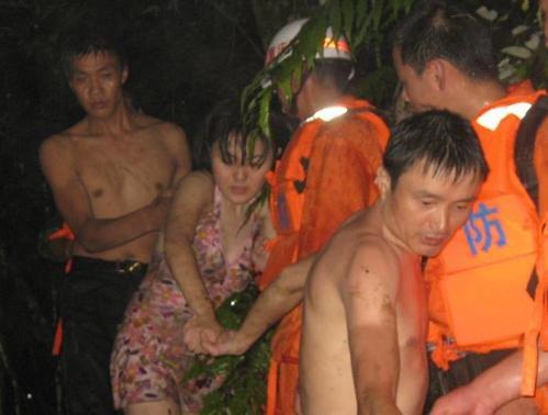 重庆自助旅游团遭遇山洪已致13人死亡(组图)