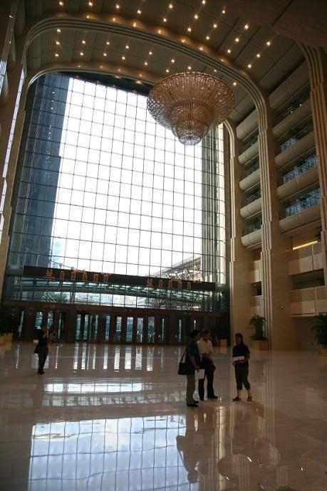 網友爆料中石化大樓安裝1200萬天價吊燈(圖)