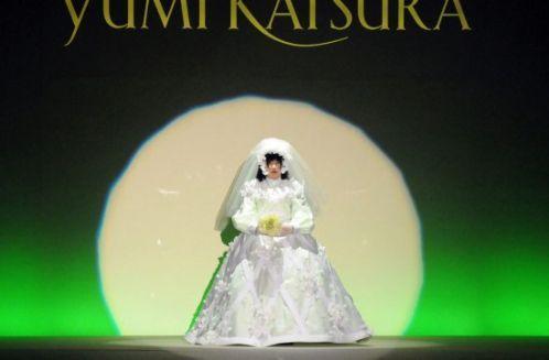 组图:日本开发美女机器人上演婚纱时装秀_国际