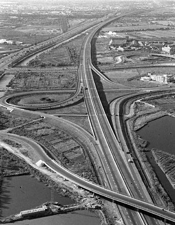 1993年:我国第一条高速公路全线通车