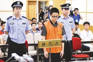 网友搜出照片称杭州飙车案被告以替身出庭(图)
