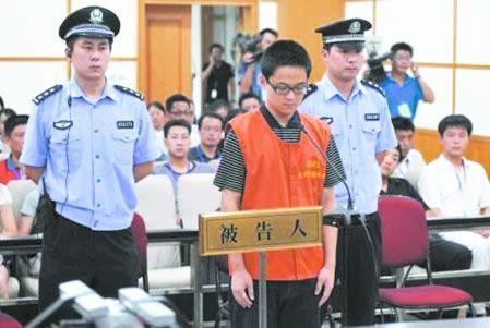 网友怀疑杭州飚车案疑犯被拘时已是替身(图)