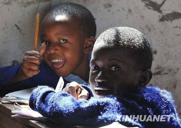 图片故事:肯尼亚贫民窟里的北京小学_国际花