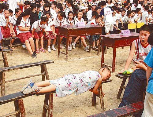 陕西户县希望小学揭牌仪式领导迟迟不到(图)