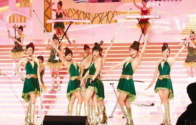 香港举行大型国庆晚会 张明敏率万人唱国歌