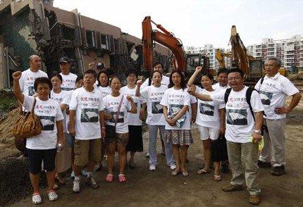 上海塌楼清理工作遭购房者阻挠被迫停止