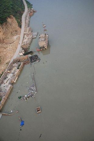 四川汉源山体滑坡阻断大渡河