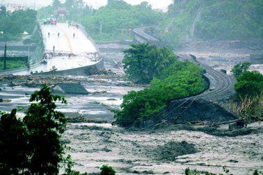 台风莫拉克致台湾南部遭遇50年最严重水灾