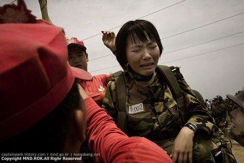 韩国姑娘军训科目全是高难度