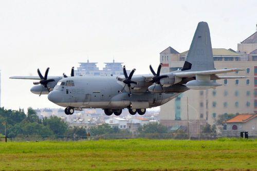 美国派军机赴台湾救灾 涂掉机身标志[组图]