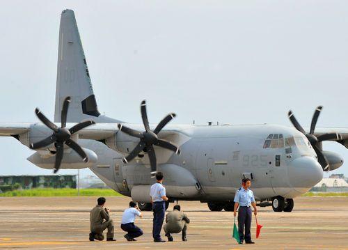 美国派军机赴台湾救灾 涂掉机身标志(组图)