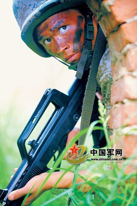 [组图]北京军区高强度实战演练动用新型摩托车