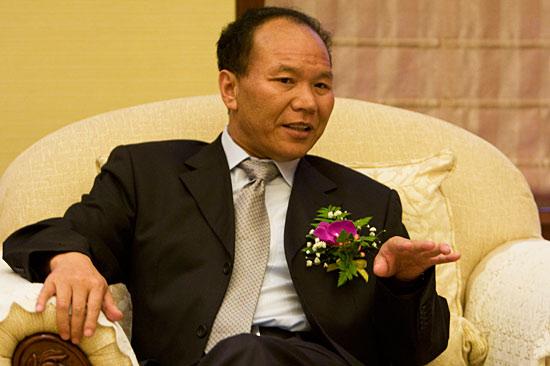 图文:迪庆州委书记齐扎拉接受腾讯专访
