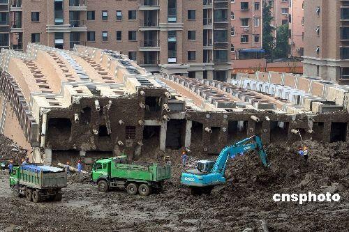 上海倒楼事件所涉镇长助理因贪污被捕(图)