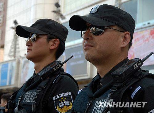 北京启动二级巡逻防控 武装特警紧盯繁华地区[贴图]