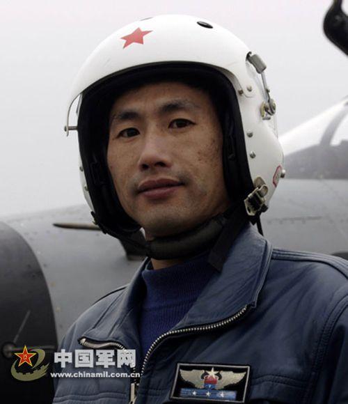 生死抉择:我军飞行员为何能抑制凡人求生本能