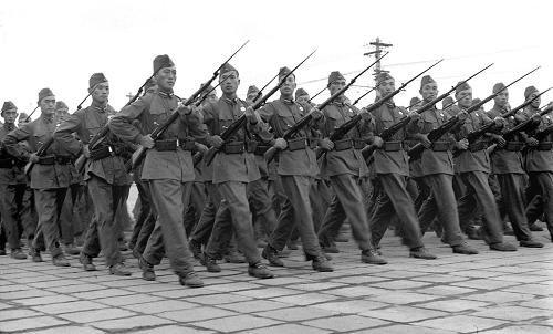 阅兵回眸之1955:实行军衔制 换装大阅兵(图)