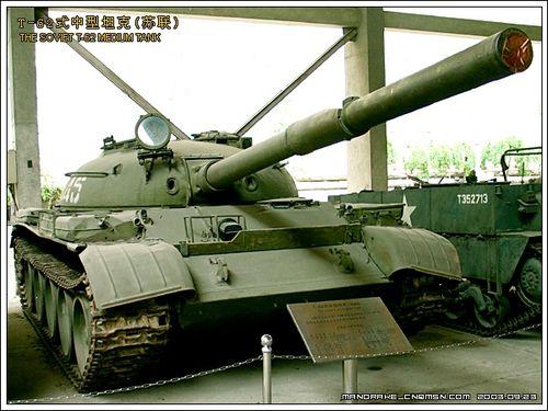 守卫珍宝岛的中国边防部队指战员,在武器装备处于劣势的情况下,面对着