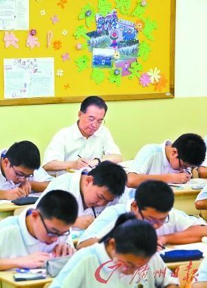温总理在北京市第三十五中学听课侧记 - 碧溪 - 善平读书苑