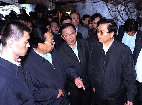 受胡锦涛、温家宝委派 张德江抵达平顶山事故现场