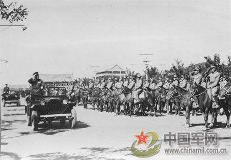 1950年国庆1周年阅兵(组图)