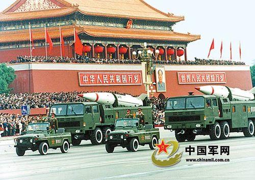 1999年国庆阅兵4个战略导弹方阵最受瞩目(图)