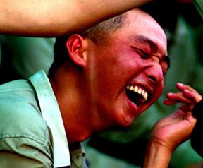高清图:镜头记录国庆武警受阅官兵表情