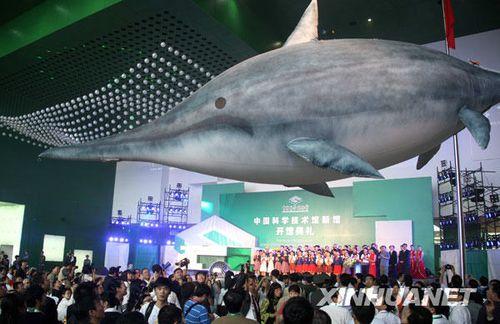 新科技馆展品可上手 乘坐潜艇经历深海探险