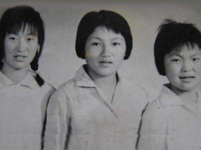 [点击看大图]-家族传奇系列51 给母亲洗脚 网友全家福照片征集 建国