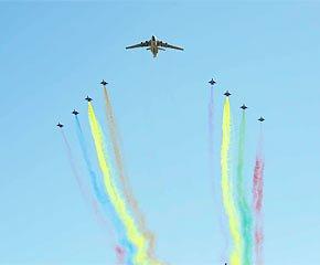 组图:国庆阅兵空中梯队在天安门精彩预演