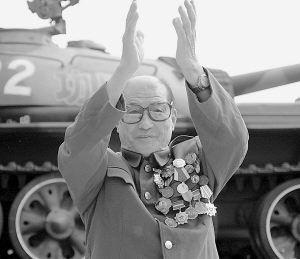 1949年国庆阅兵功臣号坦克手没顾上看毛主席