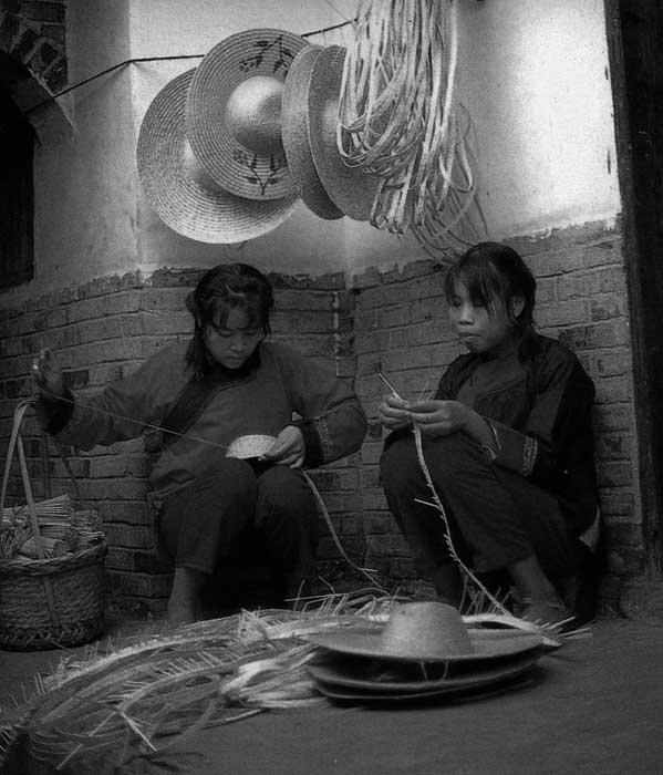更新观念的仫佬族妇女开始从事农 副业生产,1988年 陈家才 ...