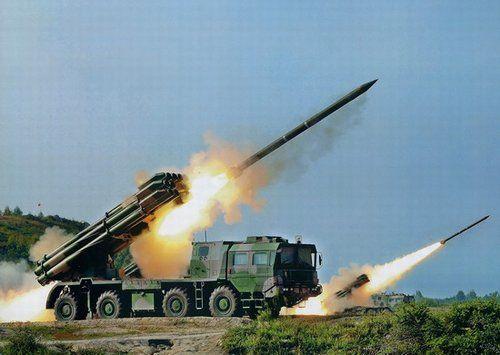 300毫米远程火箭炮_昂首挺胸的国产03式300毫米12管远程火箭炮列