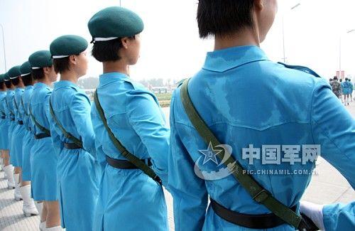"""她俩主动报名参加国庆大阅兵,并在徒步女民兵方队担任领队,完成了从"""""""