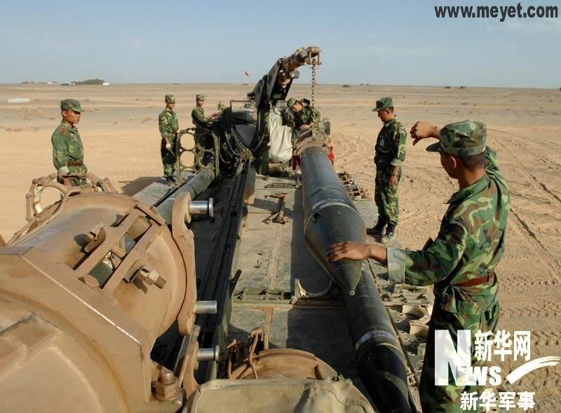 远程火箭炮图片_广州军区新型远程火箭炮远距开火全部命中目